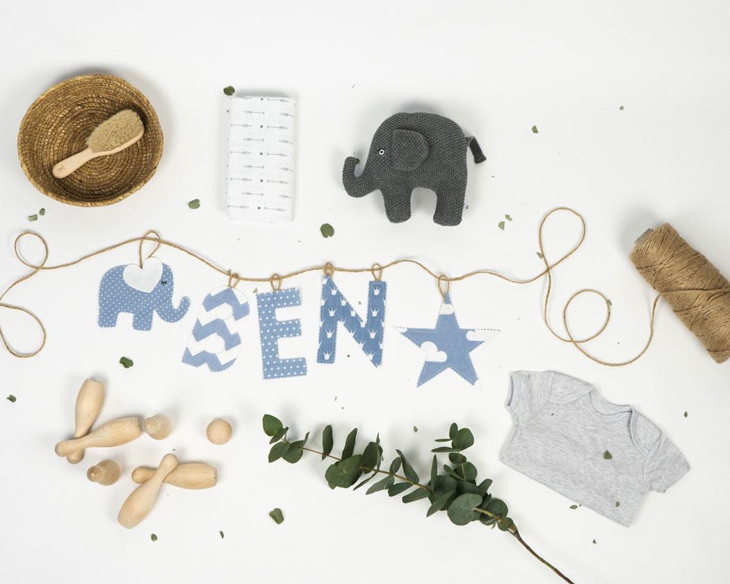 Namensgirlande in pastellblau mit dem Namen Ben. Namensketten sind tolle Geschenke zur Geburt oder Taufe.