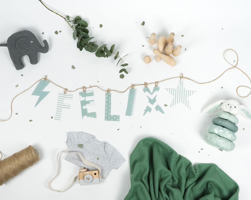 Namensgirlande in altgrün mit dem Namen Felix. Namensketten sind tolle Geschenke zur Geburt oder Taufe.