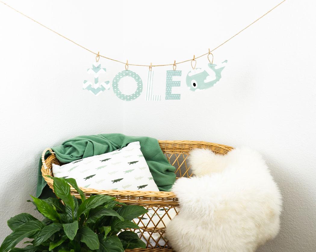 Namensgirlande in altgrün mit dem Namen Ole. Namensketten sind tolle Geschenke zur Geburt oder Taufe.