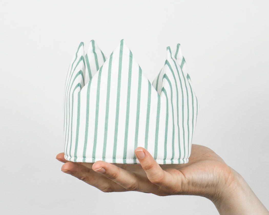 Geburtstagskrone aus Stoff mit Streifen in altgrün