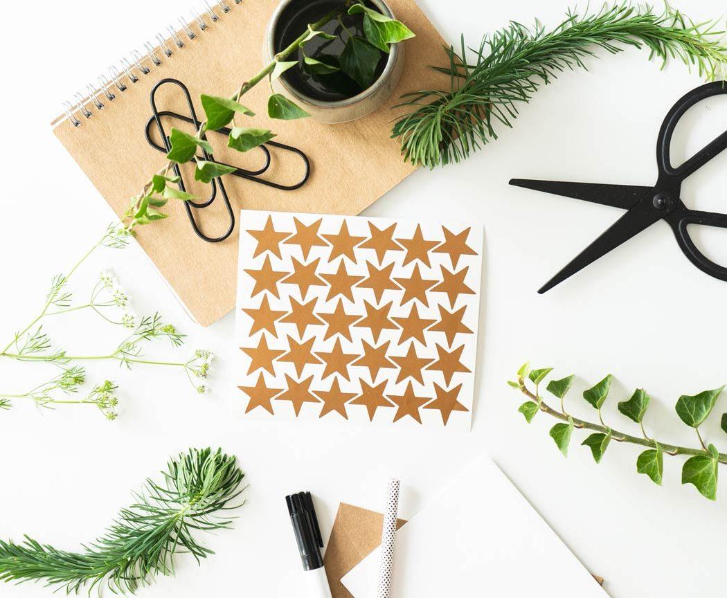 Stern Aufkleber in kupfer - perfekt zum dekorieren & verschönern von Geschenken.