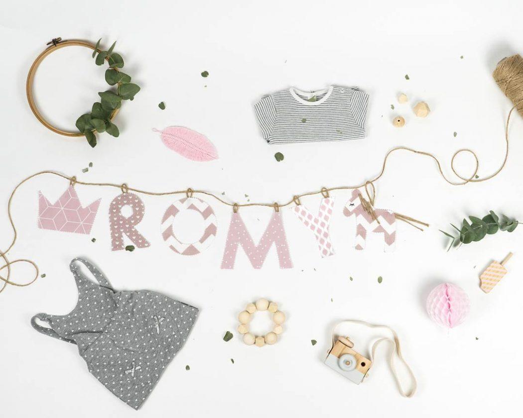Namensgirlande in altrosa mit dem Namen Romy. Namensketten sind tolle Geschenke zur Geburt oder Taufe.